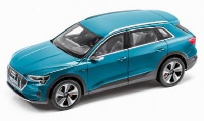 Modellauto Audi e-tron 1:18 Antiguablau