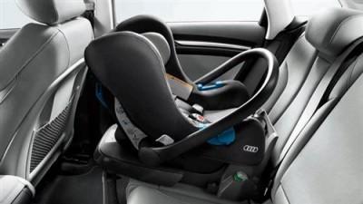 Audi Babyschale titangrau/schwarz