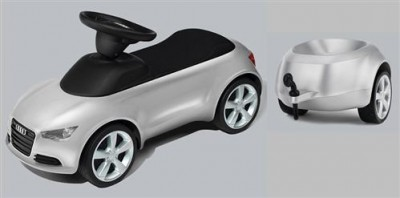 Audi Junior Quattro, Audi Bobby Car mit Anhänger in silber