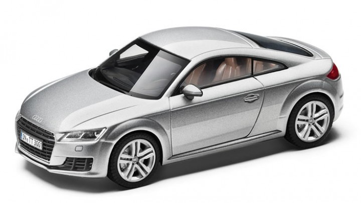 modellauto audi tt coupe 1 18 in florettsilber. Black Bedroom Furniture Sets. Home Design Ideas
